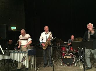 Fr v Arne Farell, vibrafon, Per Norlén, tenorsax, Mats Farell, trummor, Gunnar Lidberg, violin.