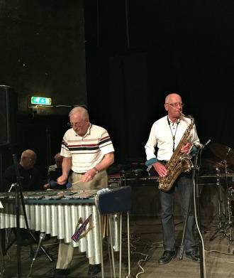 Fr v Arne Farell, vibrafon och Per Norlén, tenorsax.