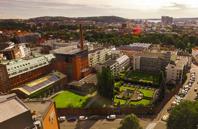 Freialand idag. Här har man många besökare i produktionen, i Freiasalen med Munchmålningarna och i parken med mycket konst och växter.