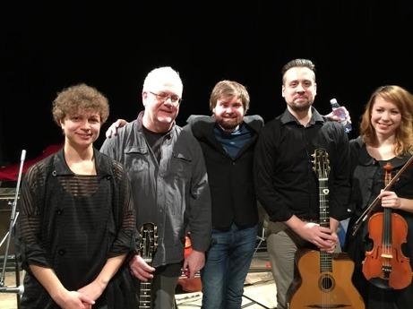 Fr v: Josefin Peters, sång,Åke Jonsson, gitarr, ledare, Filip Berglund, kontrabas, Tom Buhre,gitarr och Terese Lien Evenstad, violin.