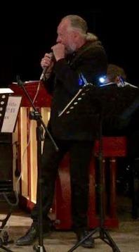 Hasse Larsson sjunger och spelar munspel i St Louis Blues