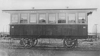 Vagn från Nora-Karlskoga järnväg 1872. Tvåaxlad. Tillverkad i Tyskland. Inte säkert vagnarna såg ut så här i Sundbyberg. En del vagnar saknade tak och det kunde vara is på golven vintertid. Initial sundbybergsglädje över järnvägen byttes snart mot irritation över alla brister.