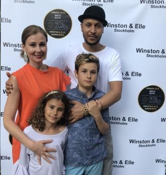 Familjen Raynee fr vä: Jessica, Elle, Winston och Daniel.