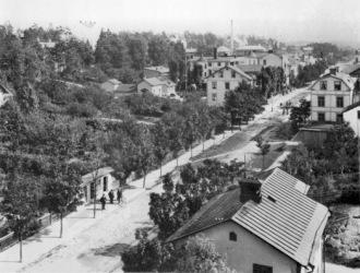 Sturegatan 1904. Det här året hade Sundbyberg 3528 invånare varav 1809 kvinnor och 1719 män. Bilden är tagen av P W Andersson. Källa Sundbybergs Stadsmuseum
