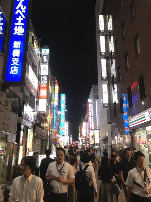 """Under kvällen förvandlas Tokyo till en plats som efterliknar en häftig scen från """"Blade Runner""""."""
