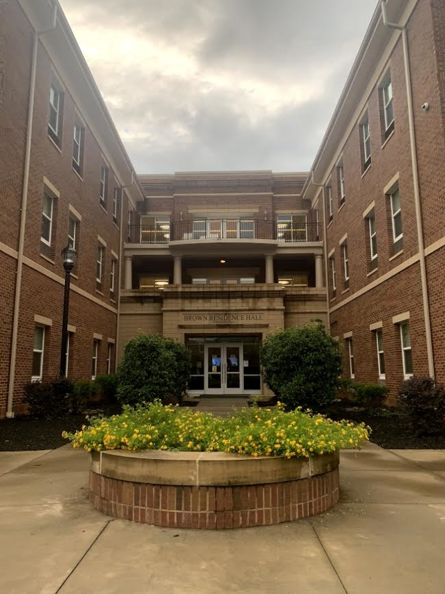 Brown Hall, dormitory - dorm på campusspråk