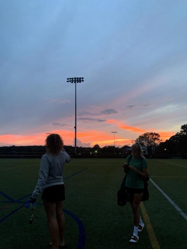 En bild från fotbollsplanen efter ett litet extra träningspass en kväll med en fantastisk solnedgång.