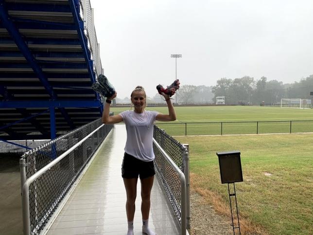 Rumskamraten Hannah efter ett vått träningspass.