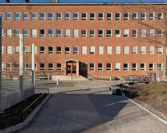 Stiftelsen Viktor Rydbergs skolor i Sundbyberg. Gymnasium och Högstadium. Byggnaden var tidigare Ericsson Cables ABs kontor. Bilden beskuren.