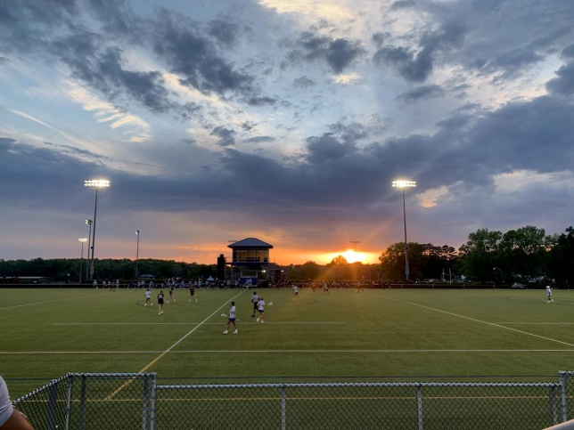 Bild från en kväll då skolans  lacrosselag spelade match.
