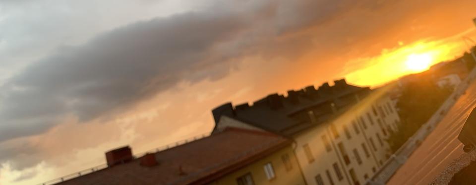 Solnedgång för värmen! Kiss & Goodbye. Svenska grader väntar; välkommet.