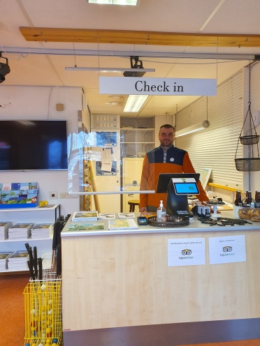 Reception och kiosk med inslag av lokala produkter