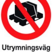 Förbudsskylt ´´Utrymningsväg får ej blockeras´´