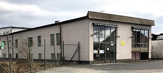 Klubblokalens fasad, Se uteplatsen/Parken 6 juni  invigd. Namnet blev Fordonsparken  som är både park och parkering