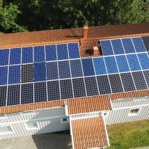 Vår testanläggning med 9 olika solpaneler på Brogatan i Vessigebro