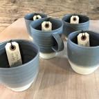 Grå keramikmuggar