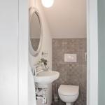 Mellan-styling litet badrum