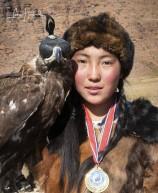 4J. Örnjägerskan (Kazakiska, Altajbergen, Mongoliet)