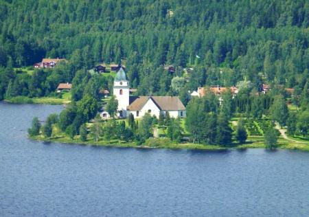 Vackert belägna Rättviks kyrka vid Siljans strand - Här har man firat många skolavslutningar och gått på bröllop
