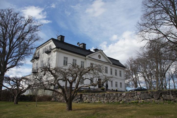 Yxtaholms slott ägdes av Adolf von Rosen under åren 1928 till 1934.