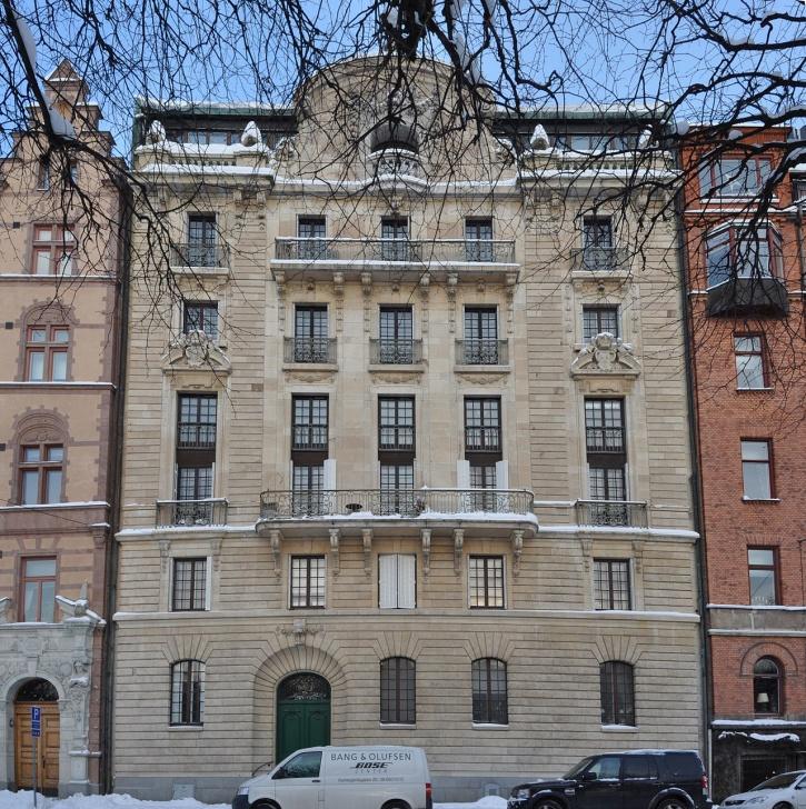 Bajonetten 6, eller von Rosenska palatset som det också kallas är döpt efter sin byggherre, Clarence von Rosen (1867-1955).