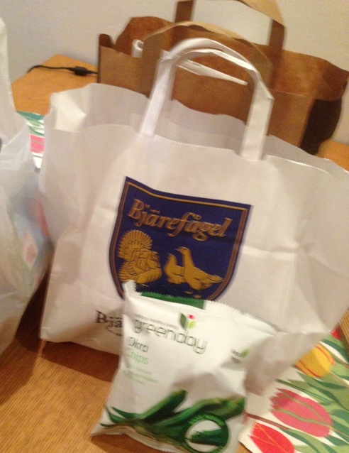 Lite av shoppingen, b la Okrachips. Smakade lite sådär tyckte jag...