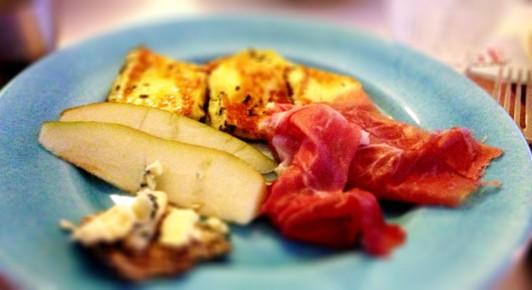 Päron, ostkex, skinka och underbar SVENSK halloumi