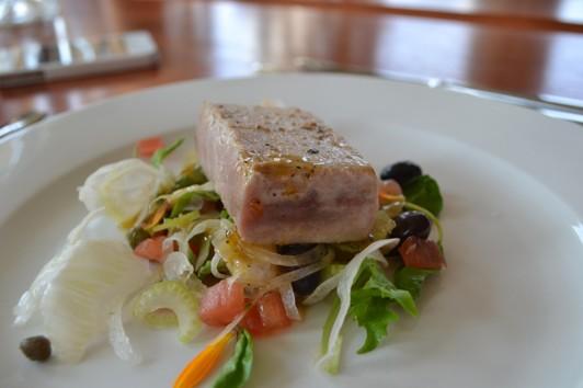 Blåfenad Tonfisk med sallad från trädgården