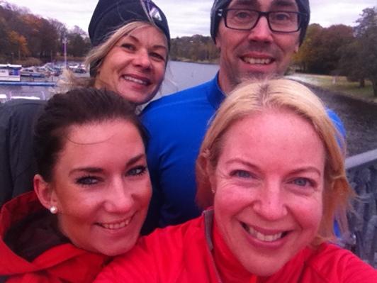 5 km löpning i ett blåsigt kyligt Stockholm
