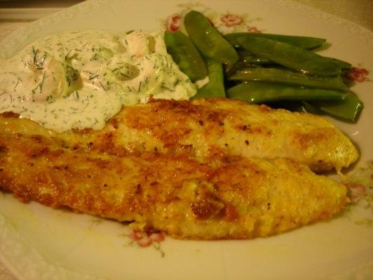 Parmesangratinerad fiskfilé med Skagenröra