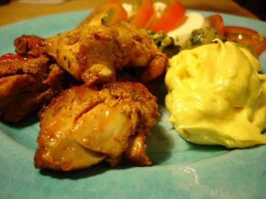 Kyckling, curryröra, pesto-oliver, mozzarella, tomat....