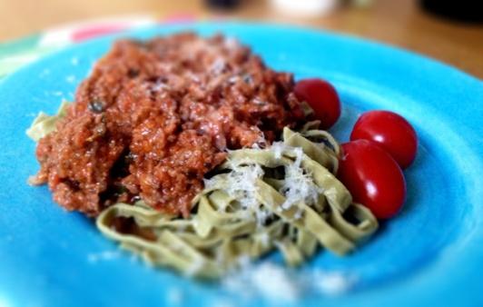 Mungbönspasta, köttfärssås, parmesan
