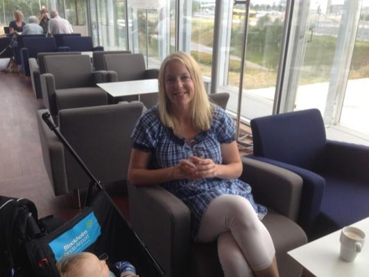 I Loungen på Arlanda innan resan