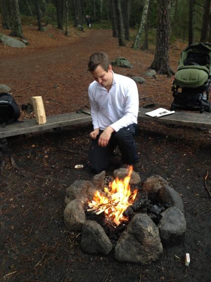 Min scout fixar elden... ;)