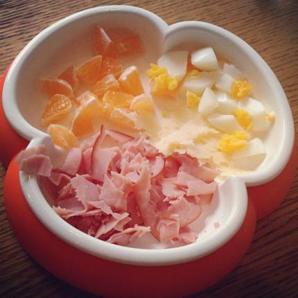 Frukost. Ägg, skinka, mandarin