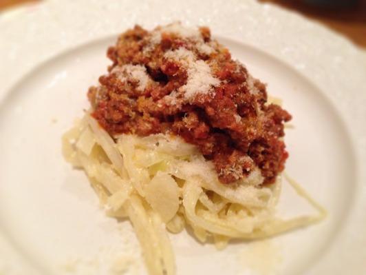 Köttfärssås, vitkål, parmesanost