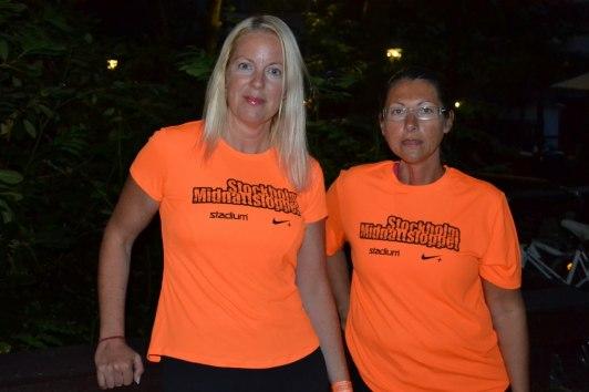 Före-bild. Våra orangea tröjor lyste upp augustimörkret...