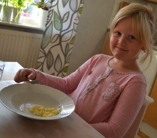 Äggröra till förrätt och turkisk yoghurt till efterrätt
