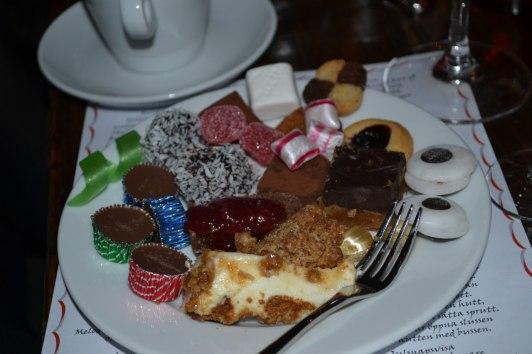 Efter en fett och kolhydrakrik middag är det fullt möjligt att fortsätta med sånt här...:-)