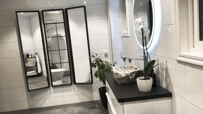 Badrum kaklat av Luxzio Kakel Design.
