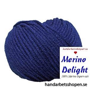 Marinblå med etikett