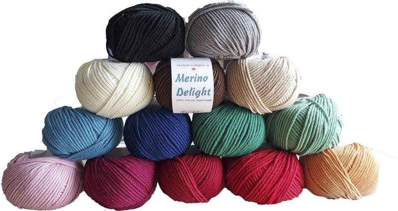 Merino Delight är ett lite kraftigare garn i 100% mjuk merinoull som är toppen både för barn och vuxna. I det här garnet gör du snabbt gör en tröja eller kofta som värmer gott under de kalla månaderna.