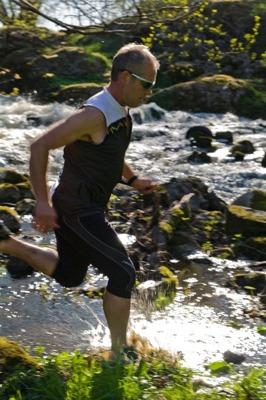 Vi sponsrar ultralöparen Peter Juthberg med fothjälpmedel och ortoser