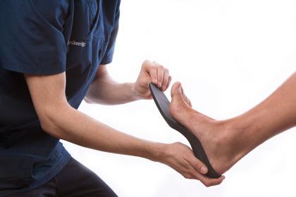 Skoinlägg mot hälsporre som gjuts, vacumpressas och slipas in över individuell gipsavgjutning
