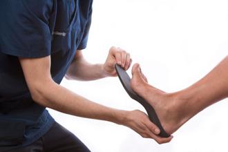 Formgjut ortopediska fotbäddar & skoinlägg. På riktigt!