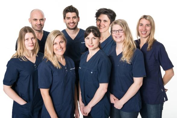 VÄLKOMMEN! Vi är experter på ortopediska fotbäddar, inlägg, ben och fotbesvär. Vi jobbar med kliniska behandlingar, ortoser och  tillverkning av fotbäddar och  ortopediska skoinlägg även kallat fotinlägg, inlägg, sulor eller hålfotsinlägg