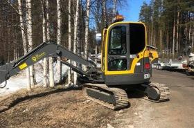 RB produkter har en grävare av modell Volvo ECR58 Plus Compact Excavator.