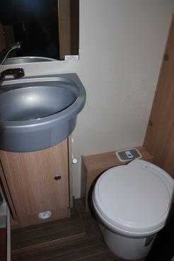 Tvättställ och toalett
