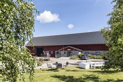 Rödlix Vandrarhem erbjuder charmigt boende i vacker miljö längs kustvägen mellan Varberg & Falkenberg, Halland