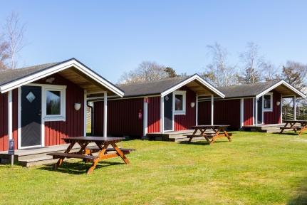 Vill du hyra stuga i Varberg? Mysiga campingstugor att hyra på Rödlix Camping & Vandrarhem längs Kattegattleden vid havet söder om Varberg.